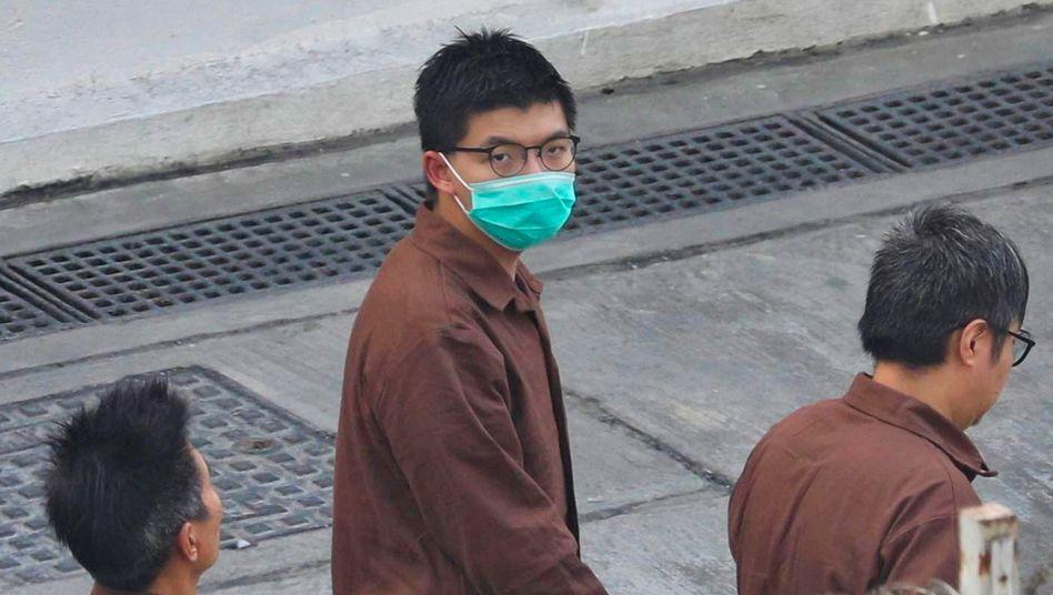 Bleibt nun wohl noch länger in Haft: Aktivist Wong im Gefängnis im Hongkonger Stadtteil Lai Chi Kok