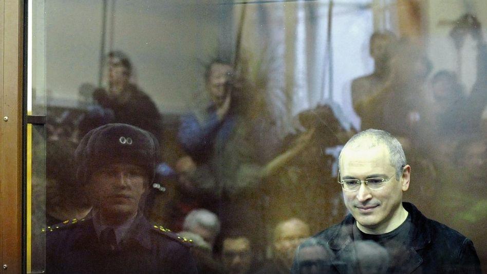 Milliardär Chodorkowski in einem Moskauer Gericht 2010