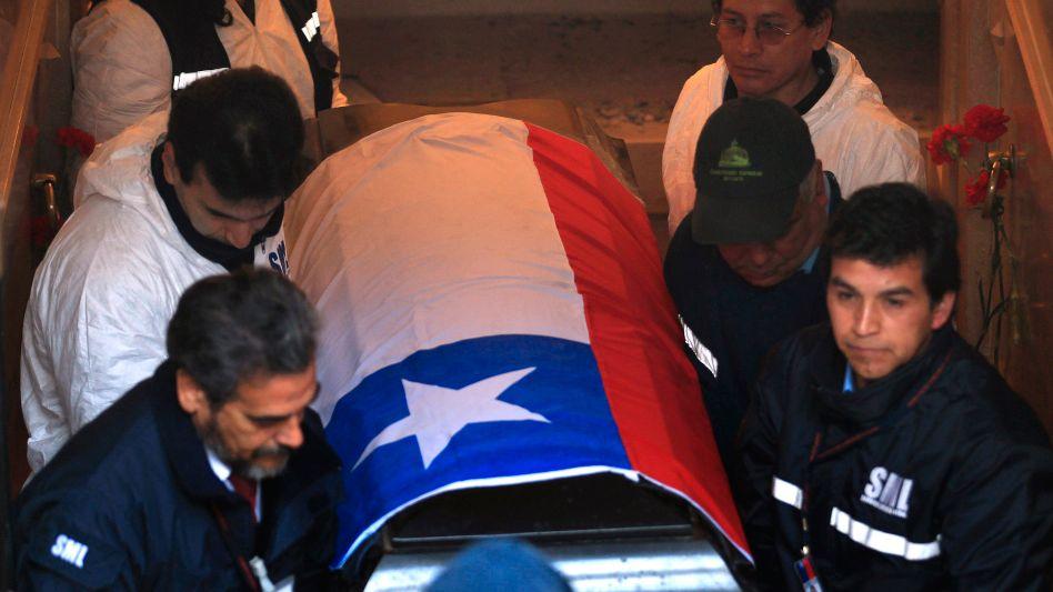 Sarg mit Allendes Leichnam: Forensiker sollen den Leichnam untersuchen