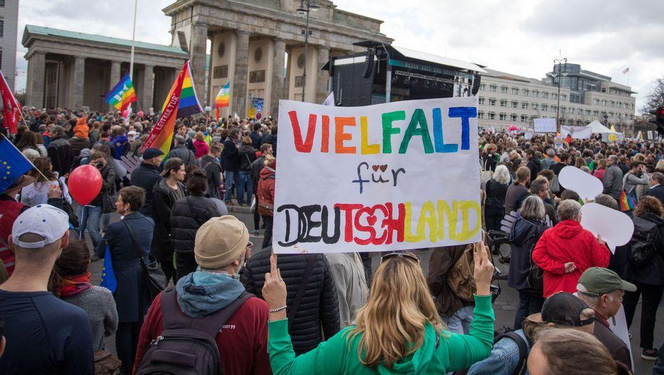 Berlin: Tausende demonstrieren gegen AfD