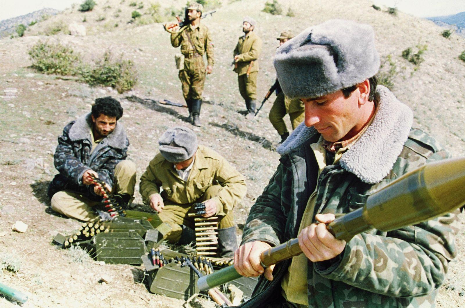 AZERBAIJAN-ARMENIA-ARMY-SOLDIERS