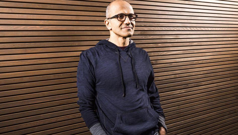 Manager Satya Nadella, 49