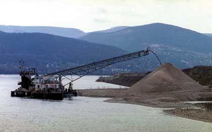 Baggerarbeiten in der Donau: Ungehemmter Ausbau des teilweise noch naturnahen Flusses