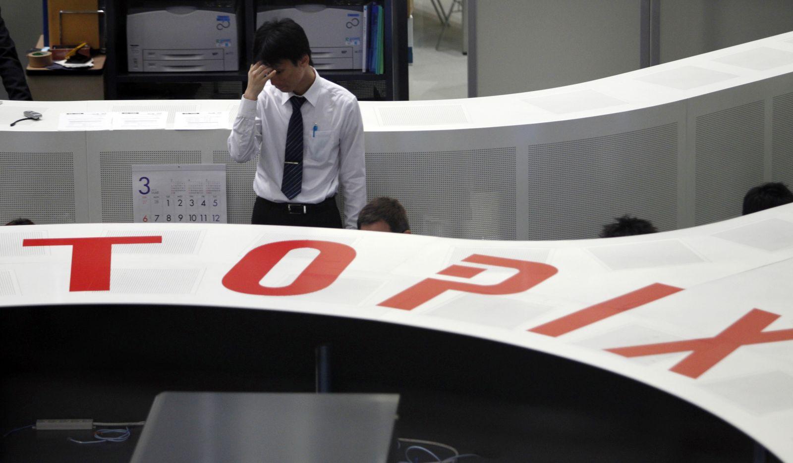 Tokio / Börse / Händler / nachdenklich