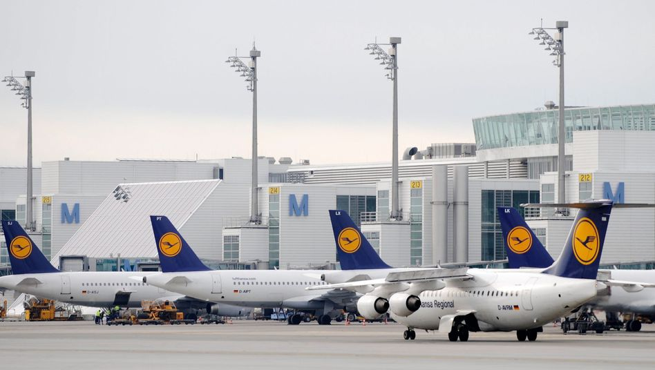 Aschewolke: Flughafensperrung bis 20 Uhr verlängert - Lufthansa-Chef attackiert Verkehrsminister