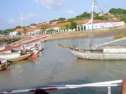 "Brasilianisches Fischerboot: Der Fischer Taoca trifft im Film ""Deus é brasileiro"" den lieben Gott"
