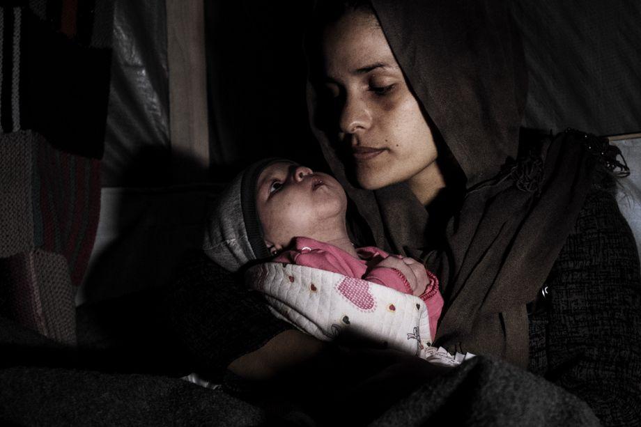"""""""Es gibt keinen Weg zurück"""": Hazar Hassan mit ihrem kranken Baby"""
