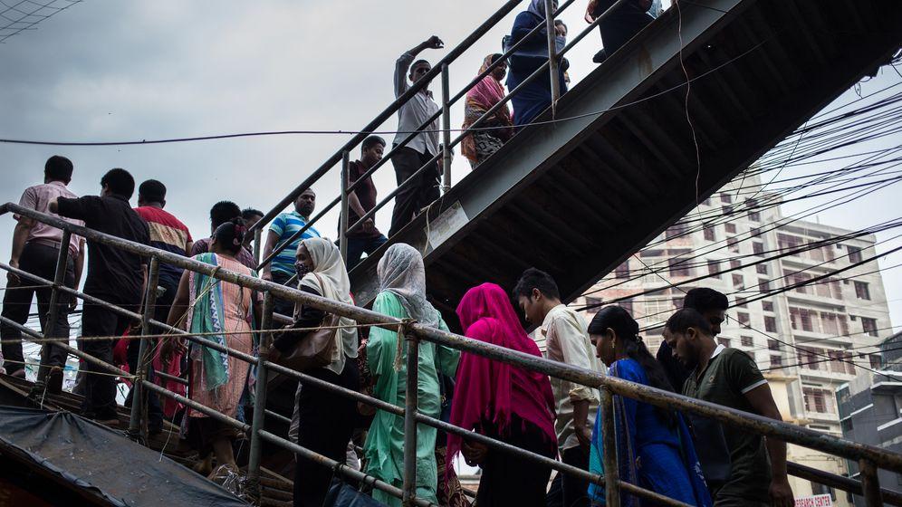 Photo Gallery: A Bangladeshi Worker Heads Home
