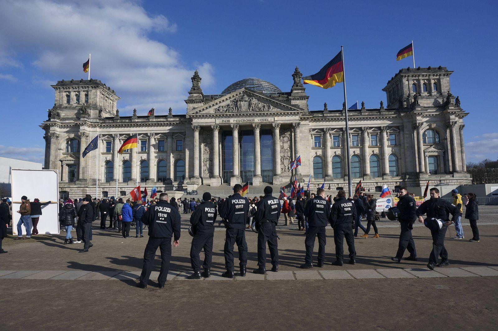 EINMALIGE VERWENDUNG Berlin/ Polizei