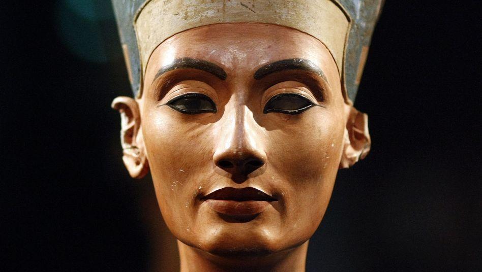 Büste von Nofretete: Gemahlin von König Echnaton