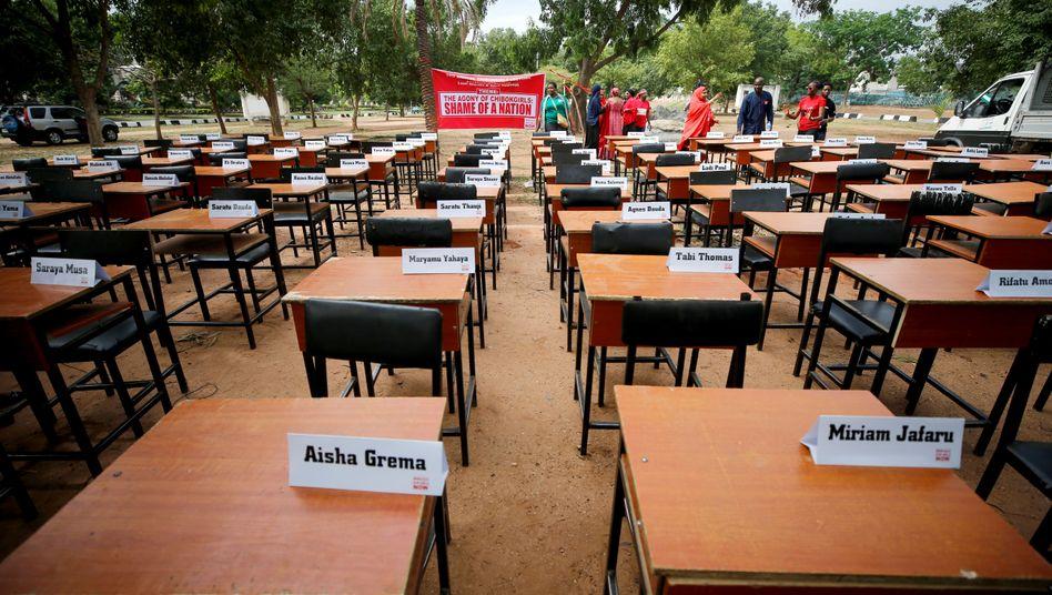 Abuja, Nigeria: Namen von Schulkindern, die von Boko Haram entführt worden
