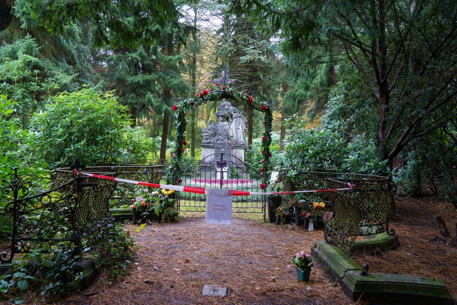 Grabstätte vom Hamburger Schauspieler Jan Fedder geschändet Friedhof Hamburg-Ohlsdorf an der Grabstätte wurde von bisher