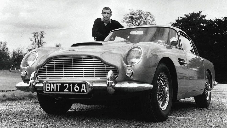 James-Bond-Darsteller Sean Connery mit Aston-Martin-Modell DB5 1964:Nicht totzukriegen