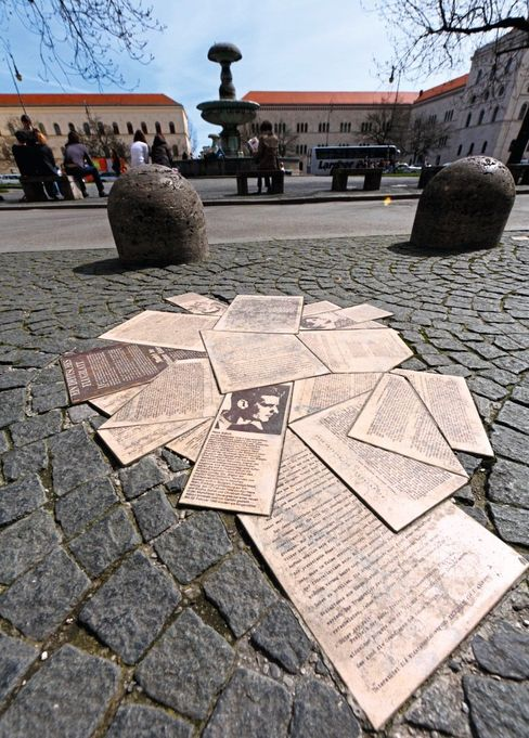 Heute sind die »Flugblätter der Weißen Rose« in München als Denkmal verewigt.