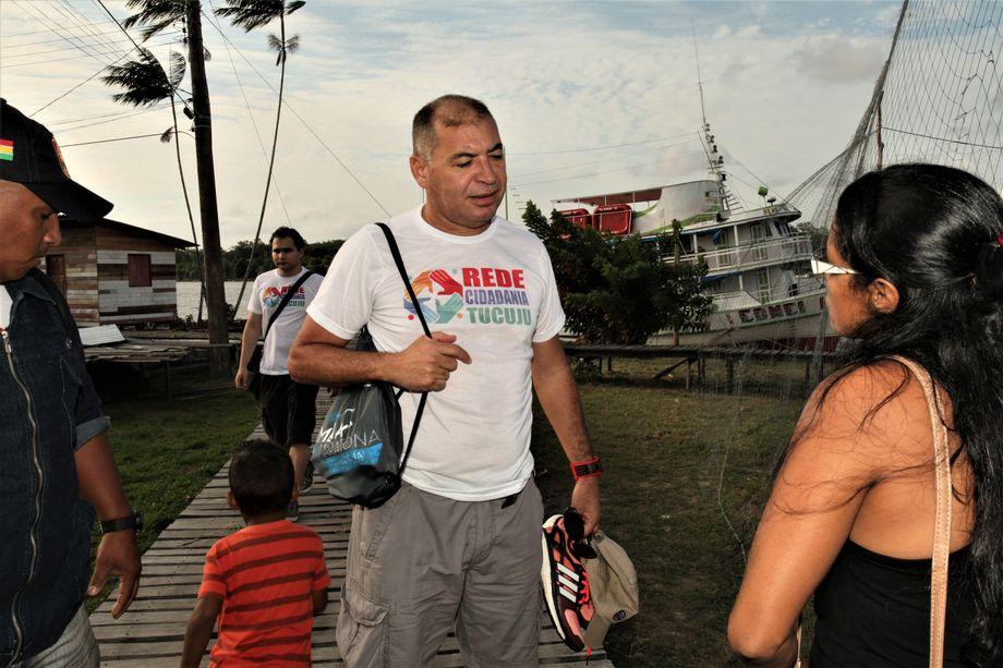 Judge Jose Luciano Assis disembarks in Vila Progresso.