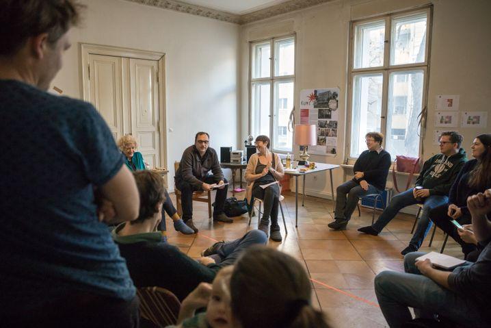 Treffen des Hausvereins Kumi*13: Fünf Stockwerke, zwölf Wohnungen