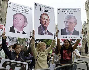"""B.liar"": Demonstration gegen den Kriegsherren Blair"