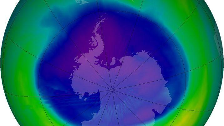 Ozonloch über der Antarktis (im Juli 2005): Lachgas als neue Bedrohung?
