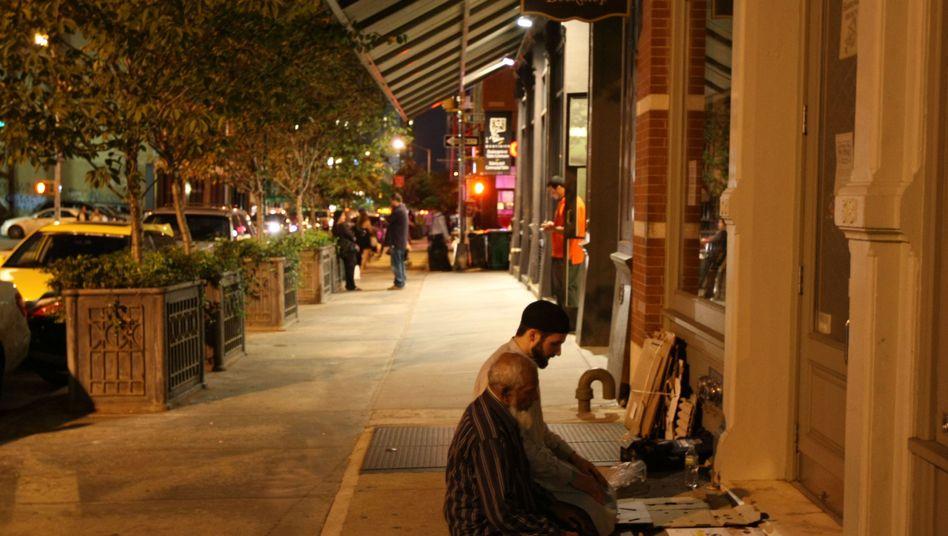 Aufruf zu Toleranz in New York: Muslime beten nahe einer Friedensdemo bei Ground Zero