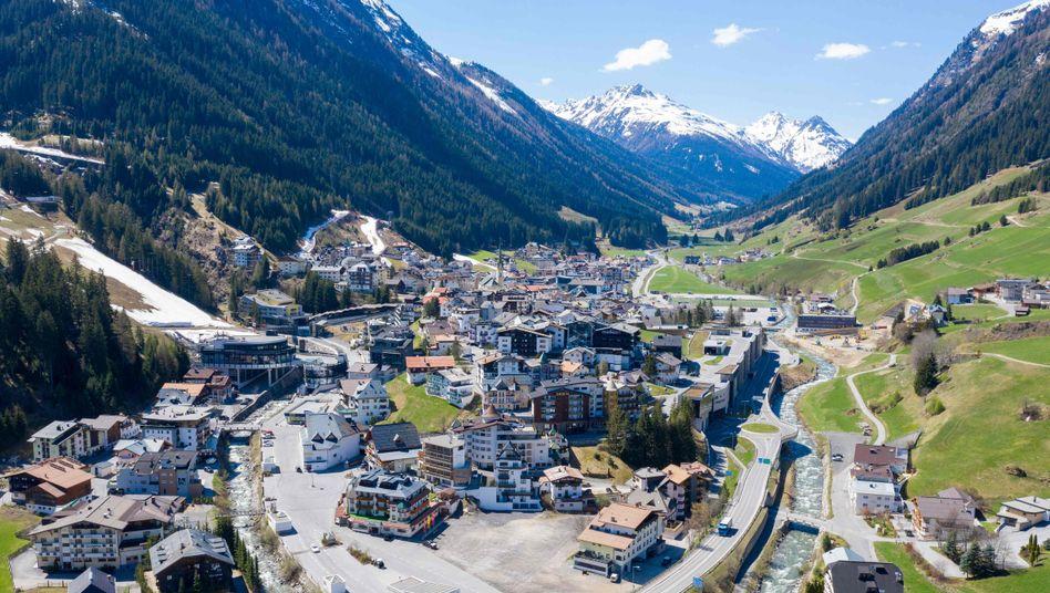 Luftaufnahme des Ferienorts Ischgl