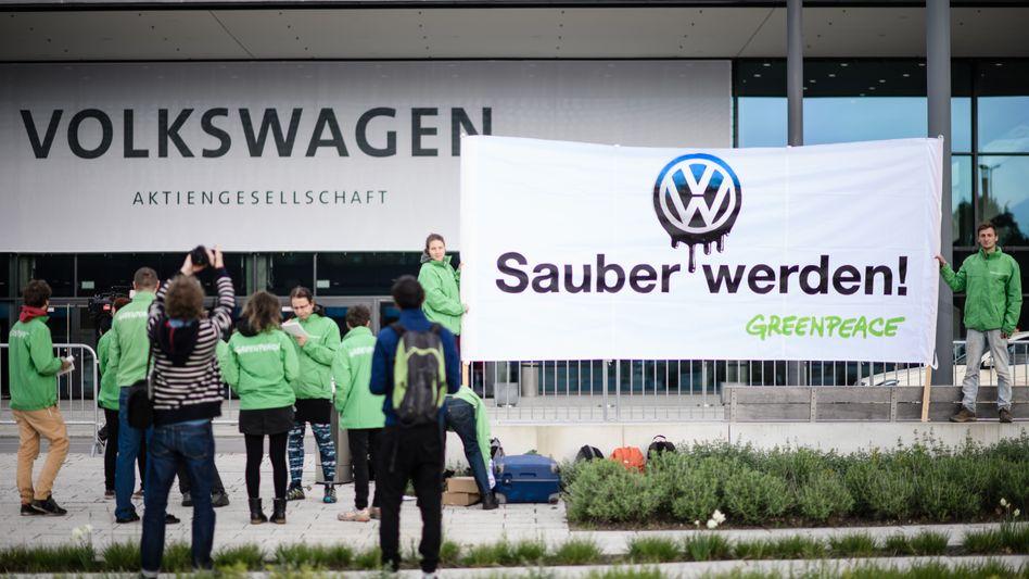 Greenpeace-Protest vor der Jahreshauptversammlung von Volkswagen im Jahr 2018