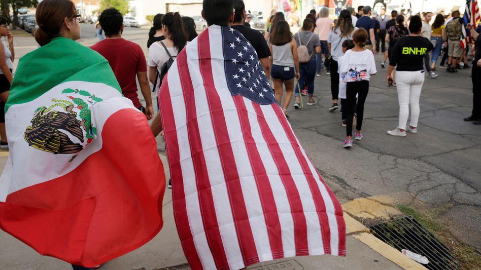 """Gedenkmarsch in El Paso nach dem Massaker: """"Wir sind keine fernen Nachbarn"""""""