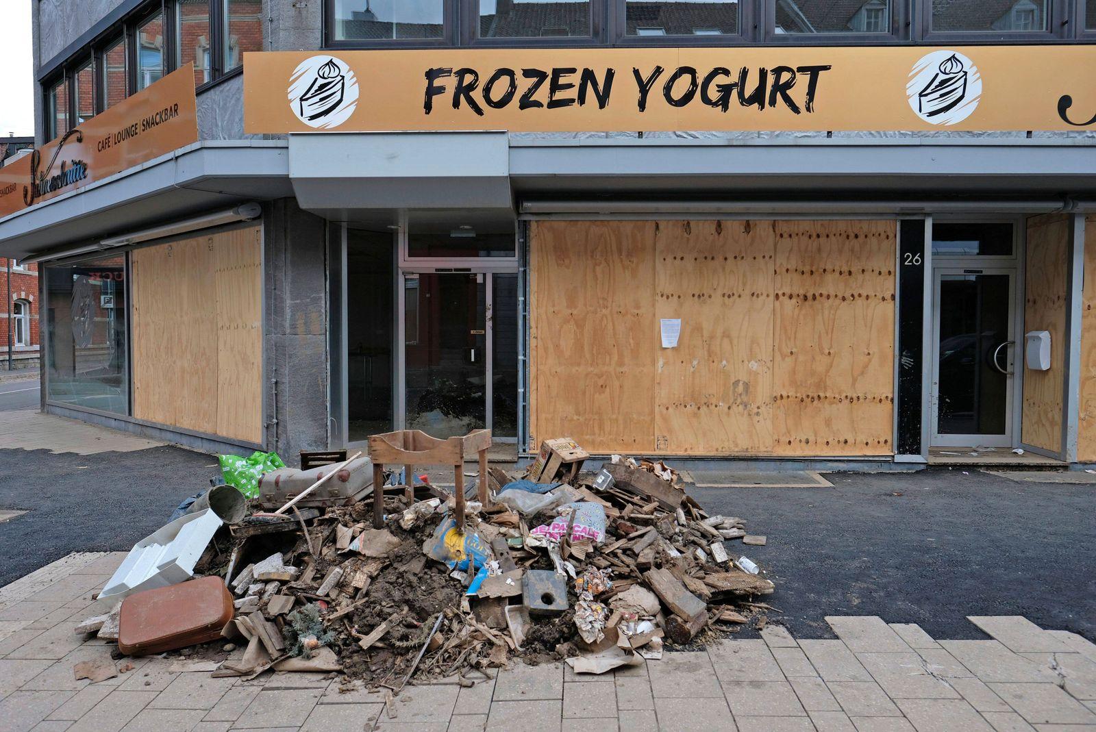 Zerst?rtes Ladenlokal f¸r Frozen Yoghurt Stolberg, 06.08.2021: Aufr?umarbeiten nach dem Hochwasser. Keller und Erdgesch