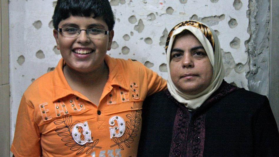 """Palästinensischer Junge Madschid R. mit seiner Mutter: """"Todesängste gelitten"""""""