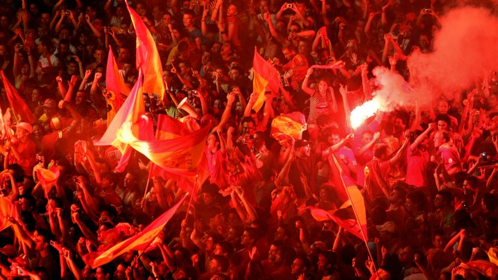 Ausnahmezustand: Fans in Madrid und Amsterdam