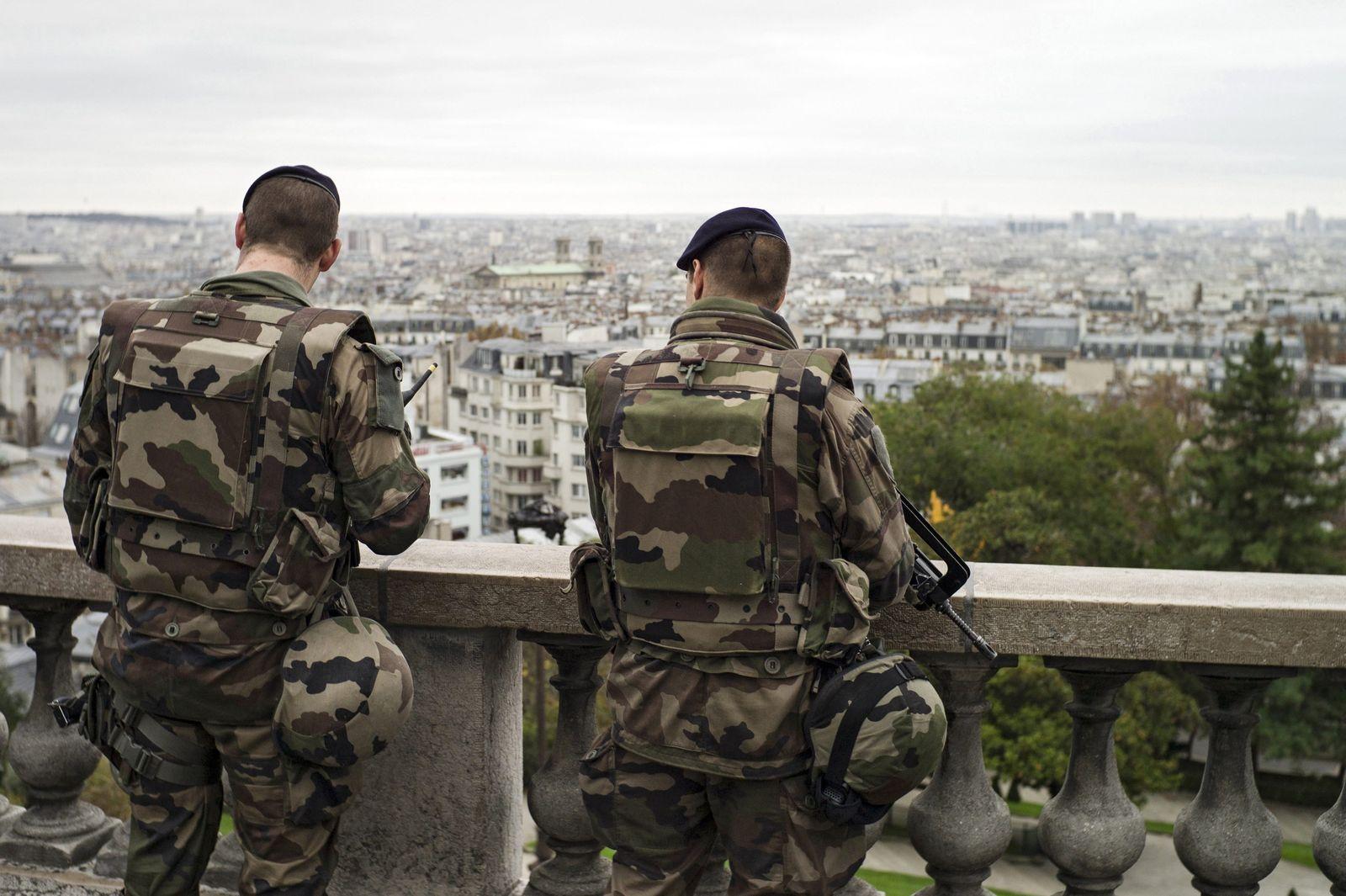 Frankreich/ Paris/ Soldaten