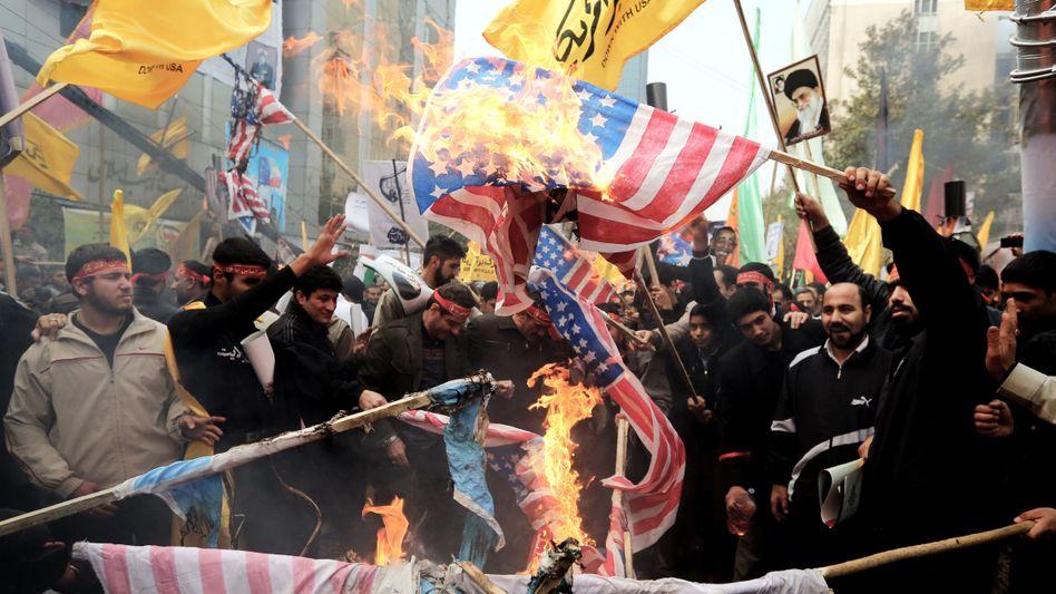 Demonstranten in Teheran: Rufe gegen USA noch zeitgemäß?