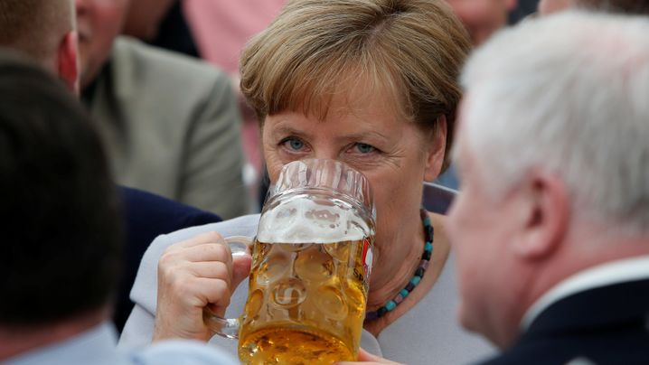 Merkels Rede im Bierzelt: Prosit!