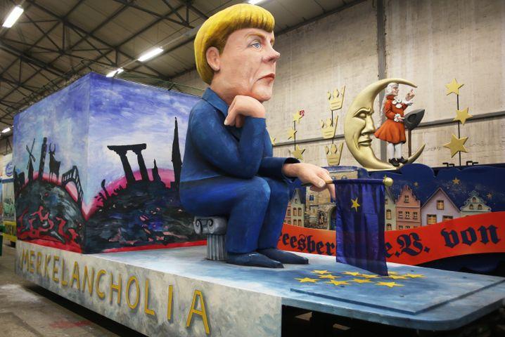 Politischer Motivwagen für den Kölner Rosenmontagszug: Die Züge gehören zum Straßenkarneval, aber sie machen sein Wesen nicht aus