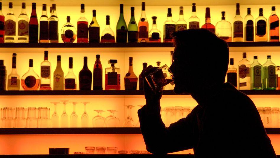 Bar-Besucher: Alkohol ist für viele Menschen während der Fastenzeit tabu