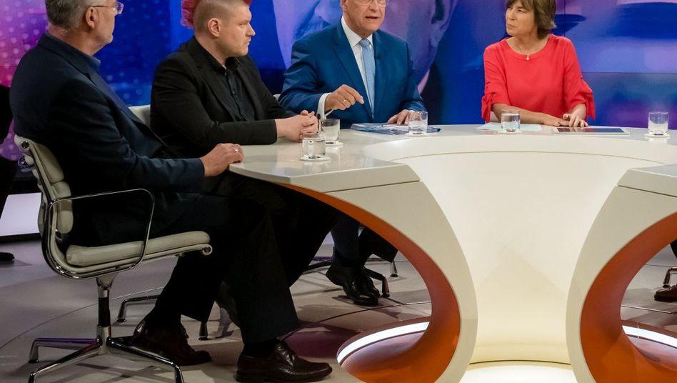 """Moderatorin Illner (4.v.l.) mit ihren Gästen: """"Mordfall Lübcke - rechter Terror in Deutschland?"""""""