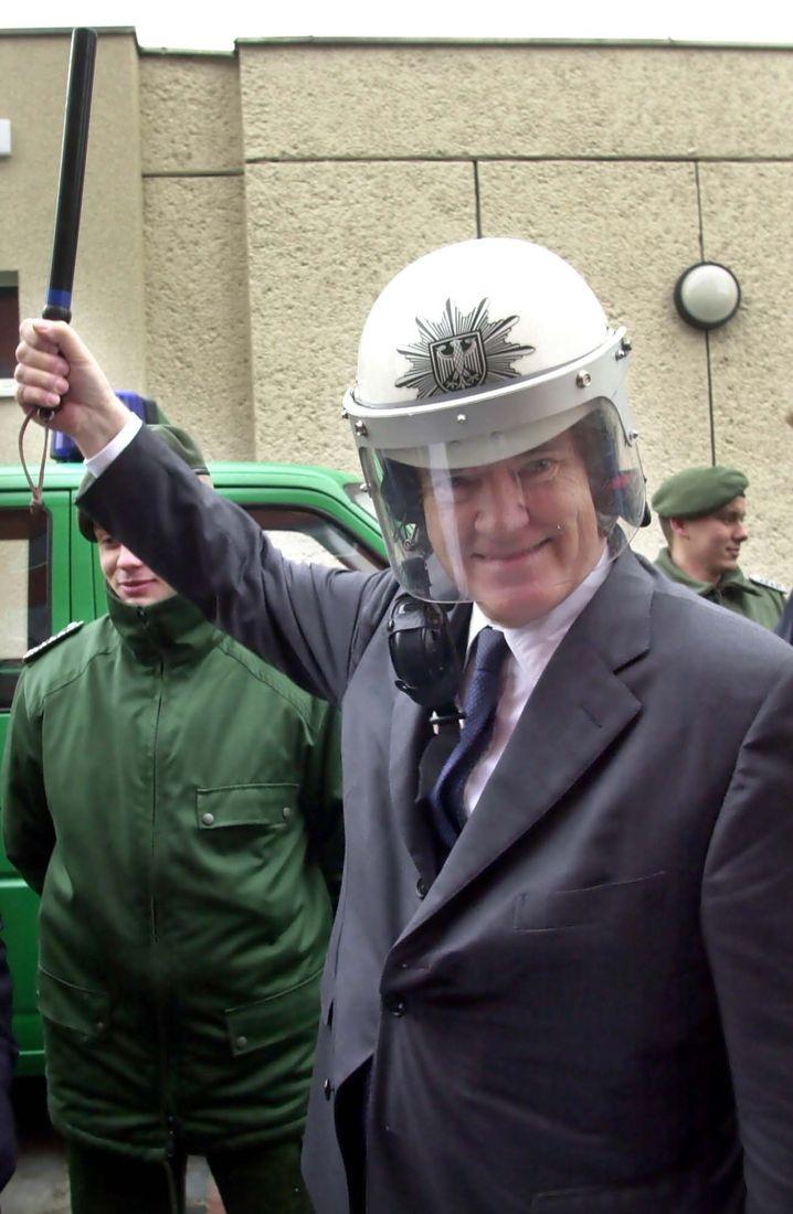 Sozialdemokrat Schily als Bundesinnenminister 2001