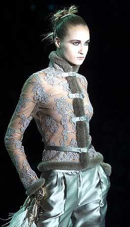 Pelzsäume sind im Trend: Top-Entwurf von Valentino