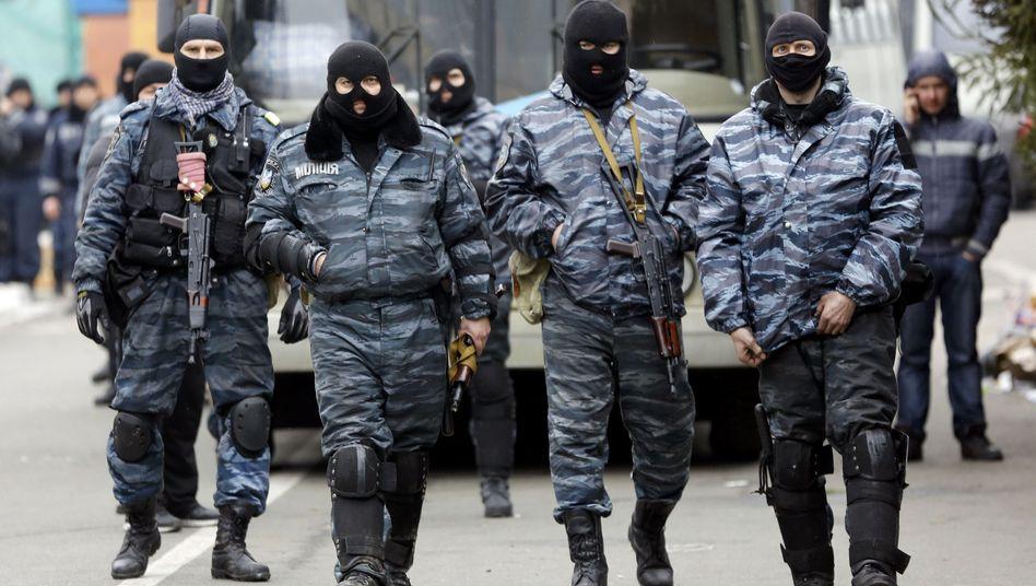 """Berkut-Einheiten in Kiew (Archivbild): Einigen von ihnen wird """"Massenmord"""" vorgeworfen"""