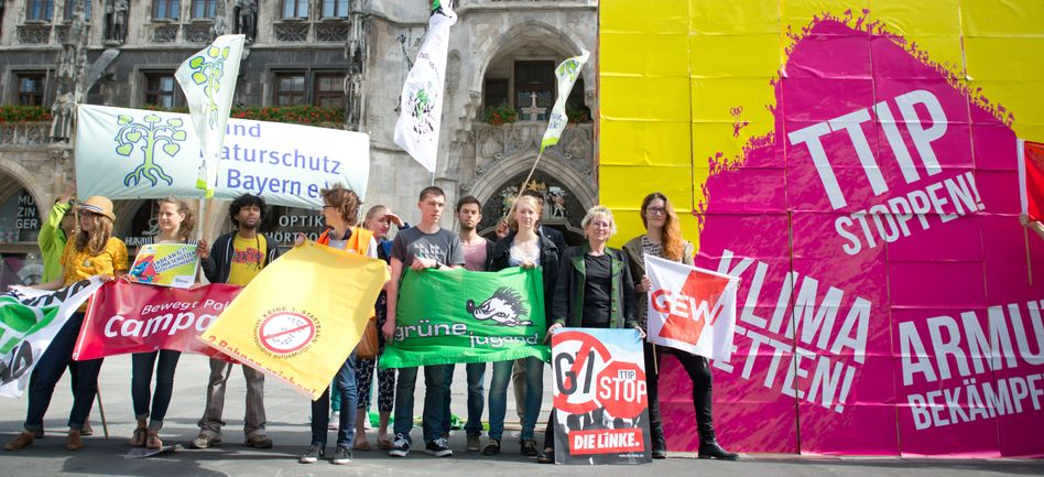 German critics of the TTIP trans-Atlantic trade agreement protest ahead of the G7 summit in Munich on Monday.