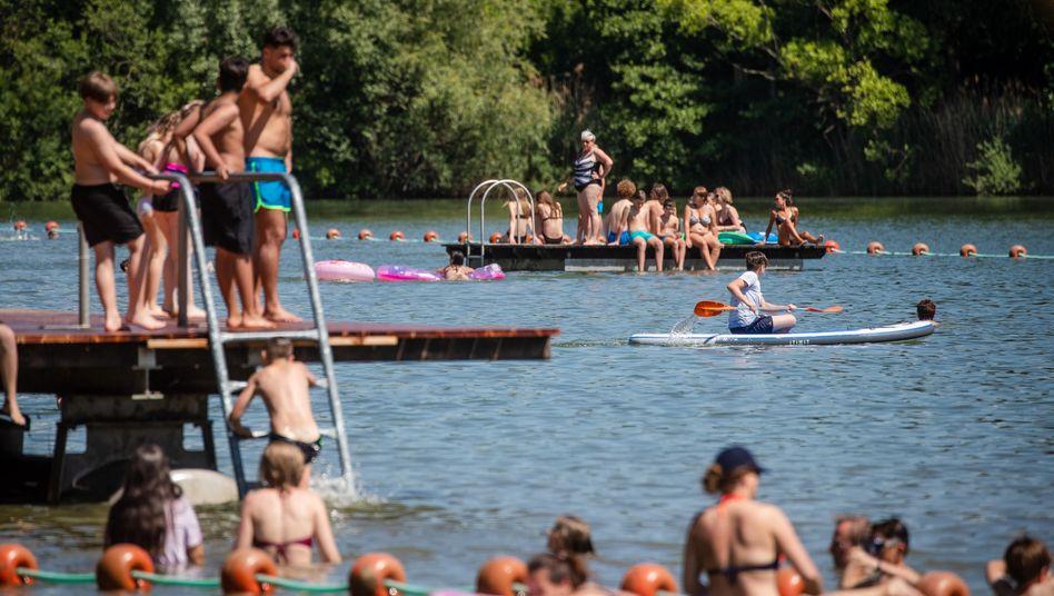 """Badesee in Baden-Württemberg: """"Wir müssen das Infektionsgeschehen weiterhin unter Kontrolle behalten"""""""