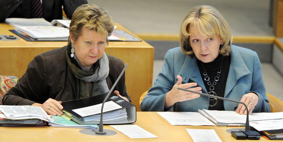 NRW-Ministerpräsidentin Kraft (rechts), Vize Löhrmann: Unangenehme Überraschung