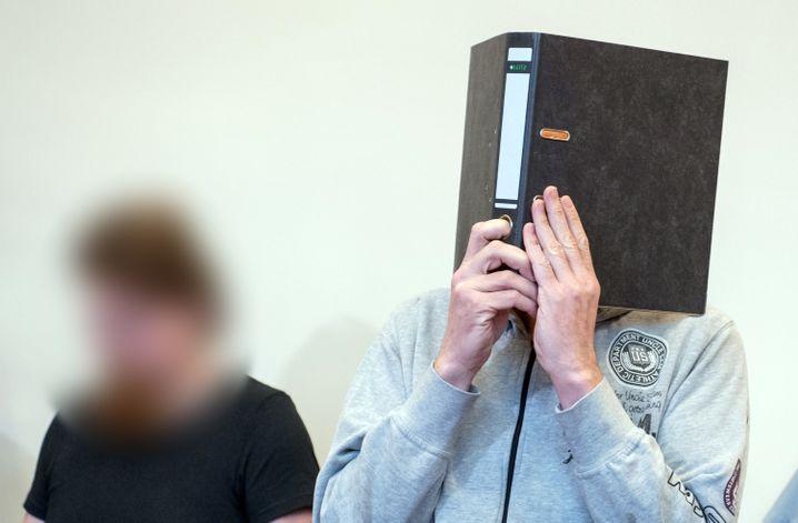 Mario S. (l.) und Andreas V.: Lange Haftstrafen nach Hunderten Missbrauchsfällen auf Campingplatz