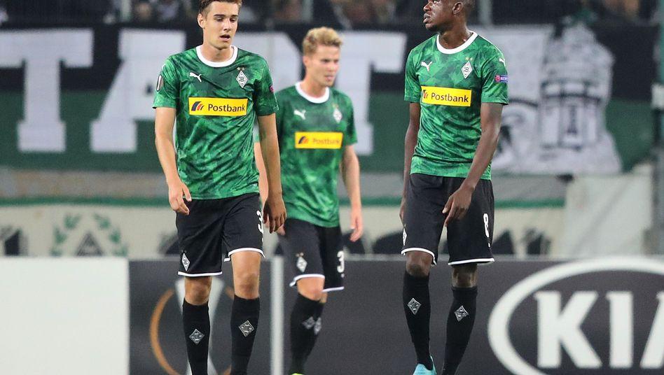 Frustrierte Gladbacher Spieler: Drei Gegentore schon vor der Pause