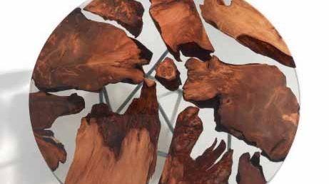 Riva1920 Esstisch »Earth« aus Harz und prähistorischem Kauri-Holz, das in Neuseeland ausgegraben wurde01