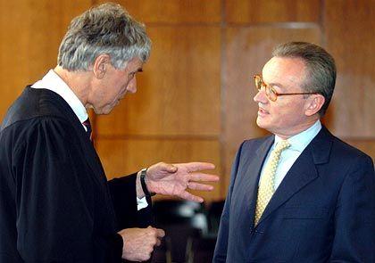 Juristen unter sich: Klaus Esser und Verteidiger Sven Thomas