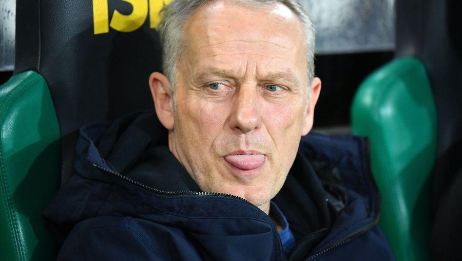 Trainer Christian Streich trifft mit seinem SC Freiburg auf den FC Bayern. Im Hinspiel gab es ein 1:1.