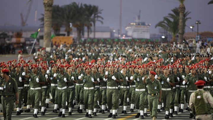 Gaddafis Waffen: 370 Kampfjets, 2200 Panzer, 100.000 Soldaten