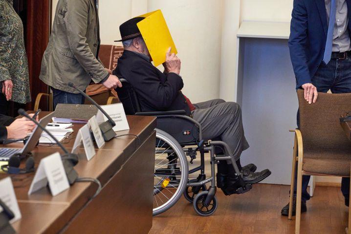 El supuesto ex guardia de Stutthof Bruno D. Peter Loth testificó en nombre de los demandantes en el juicio, pero luego perdonó a Bruno D. en un gesto muy publicitado.