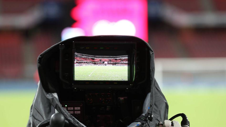 Die zunehmenden Corona-Risikogebiete könnten sich auch auf die Fußball-Übertragung auswirken