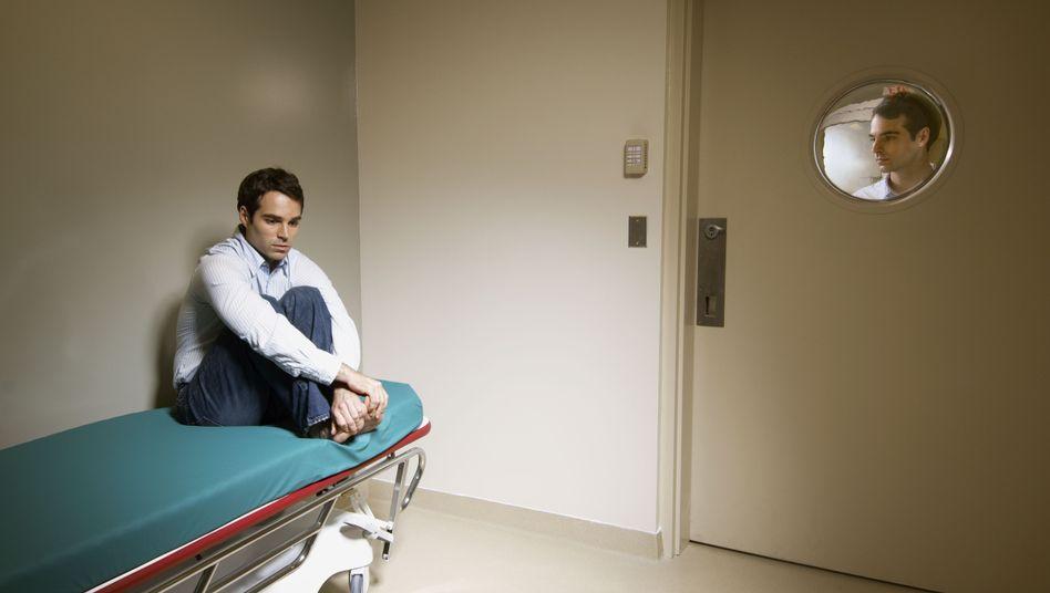 Einsamer Patient (Symbolbild): Isolierung als äußerstes Zwangsmittel